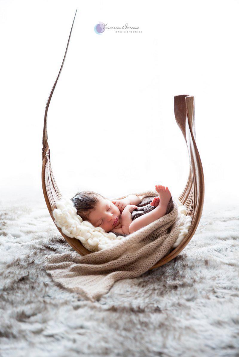 Nouveau-né, photographe Dijon,  bébé dans coque de maripa