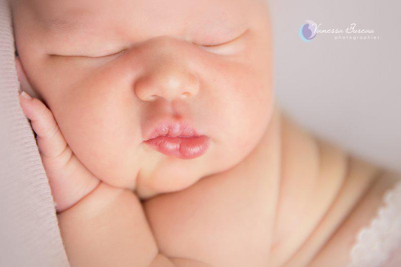 Nouveau-né, photographe Dijon, bouche de bébé